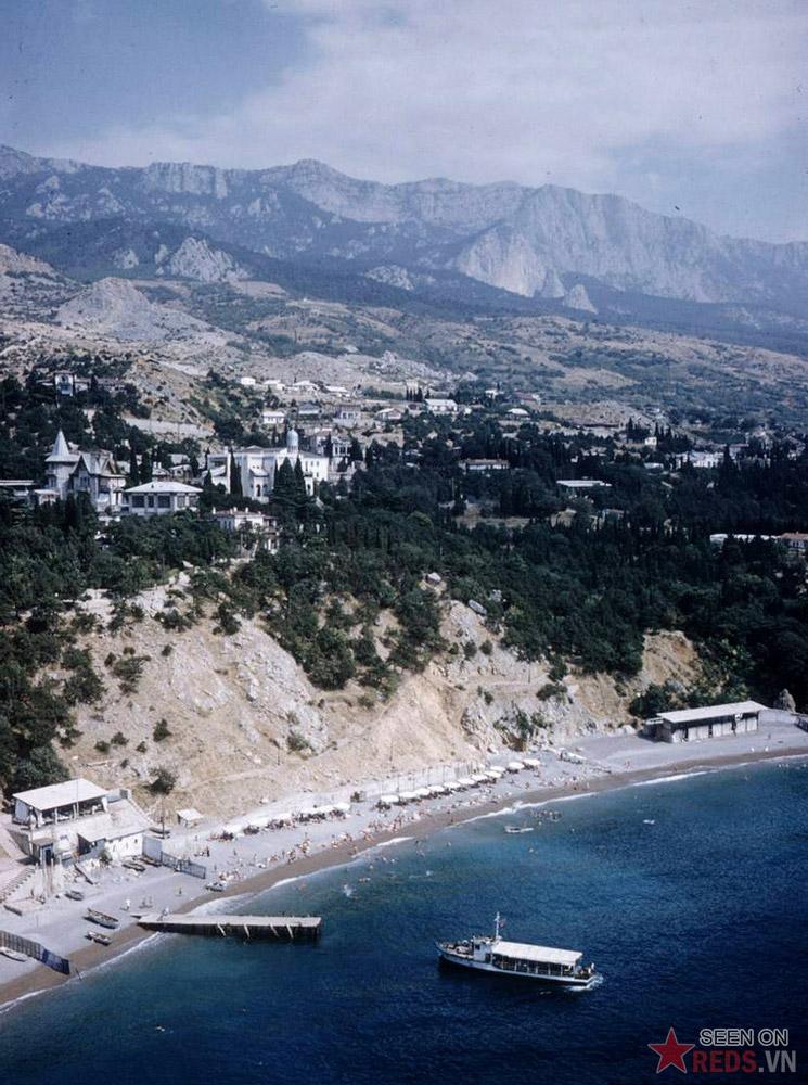 Khung cảnh nhìn từ một điểm cao trên núi Diva.