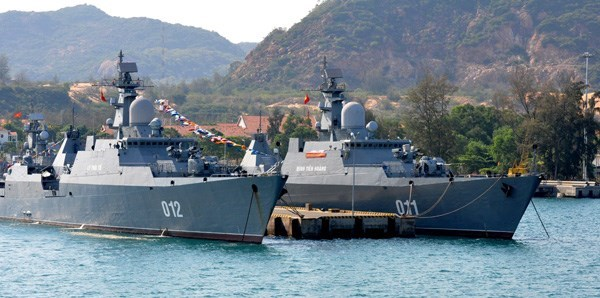 Hai chiến hạm lớp Gepard 3.9 đầu tiên của Hải quân Việt Nam là 011 Đinh Tiên Hoàng và 012 Lý Thái Tổ, tại quân cảng Cam Ranh - Ảnh: Mai Thanh Hải