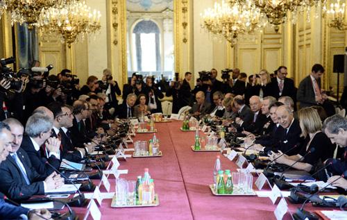 Toàn cảnh Hội nghị Ngoại trưởng 20 quốc gia trong liên minh chống IS do Mỹ đứng đầu ở thủ đô Paris ngày 2/6. Ảnh: AFP/TTXVN