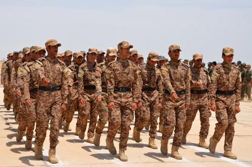 Lực lượng tình nguyện tham gia chiến dịch chống IS tập trung huấn luyện tại Habaniyah, phía tây thủ đô Baghdad. Ảnh: AFP/TTXVN