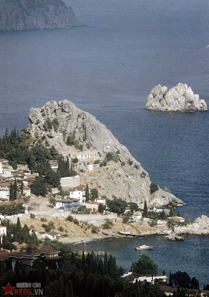 Những mỏm đá cạnh thị trấn Gurzuf.