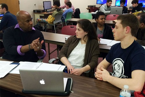 Trong một lớp học tại Học viên Doanh nhân trẻ ở Arlington