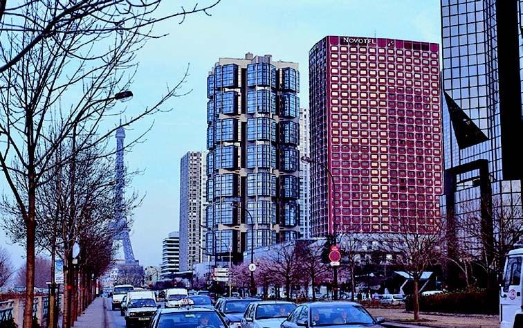 Đại gia Việt mua khách sạn Paris - ông Chúc Hoàng - từng chia sẻ mất 10 năm để theo đuổi thương vụ mua lại Nikko. Thương vụ mua bán này trị giá 200 triệu USD.