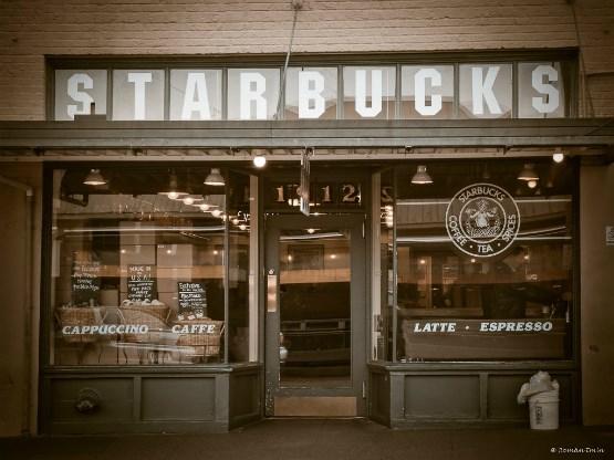 Schultz tìm thấy Starbucks lần đầu tiên khi ông vẫn đang làm tại Hammarplast.