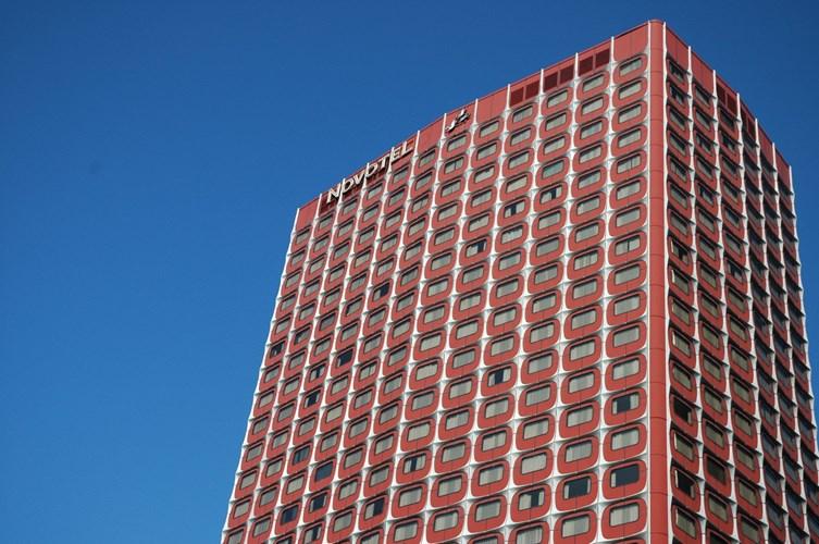 Khách sạn Nikko nằm trong khu vực Front-de-Seine (Paris, Pháp). Khách sạn cao 100 mét với 764 phòng, là 1 trong 3 khách sạn rộng nhất Thủ đô Paris.