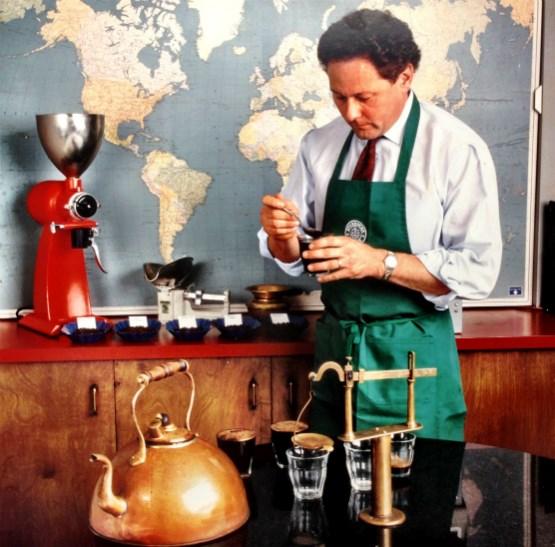 Ngay từ những ngày đầu, Schultz đã chú trọng ngay đến việc tìm kiếm nhân tài và tập trung xây dựng văn hóa doanh nghiệp