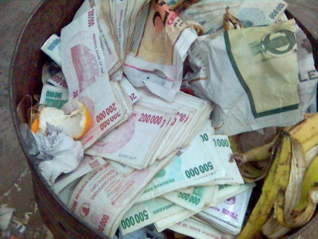 Đôla Zimbabwe không có giá trị thanh toán cao. Ảnh: Yahoo.