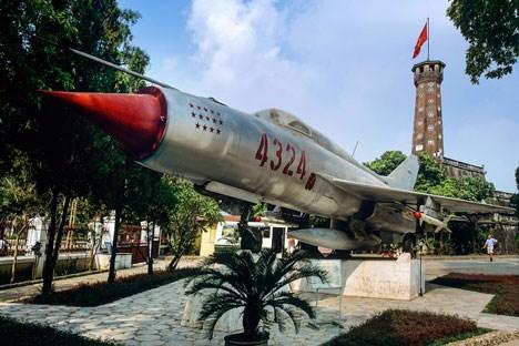 Một chiếc máy bay MiG-21 của Không quân Việt Nam trong bảo tàng.