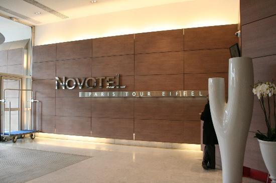 Trong năm 2015, việc xây dựng và quản lý khách sạn do Chúc Hoàng - doanh nhân Pháp gốc Việt đảm nhiệm.