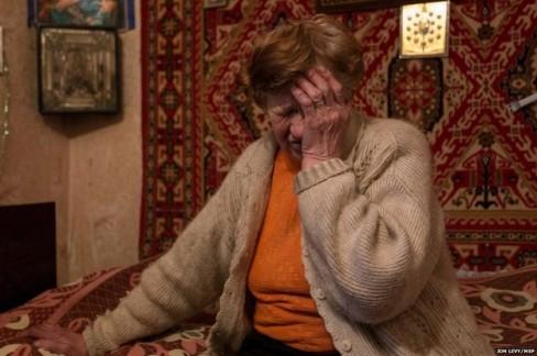 Giống như nhiều cư dân bà không thể di tản trong cuộc chiến đấu và cuộc sống sinh hoạt không có nước sinh hoạt, điện, y tế.