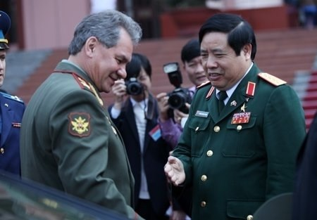 Bộ trưởng Quốc phòng Nga Sergei Shoigu và Bộ trưởng Phùng Quang Thanh. Ảnh: Talkvietnam.