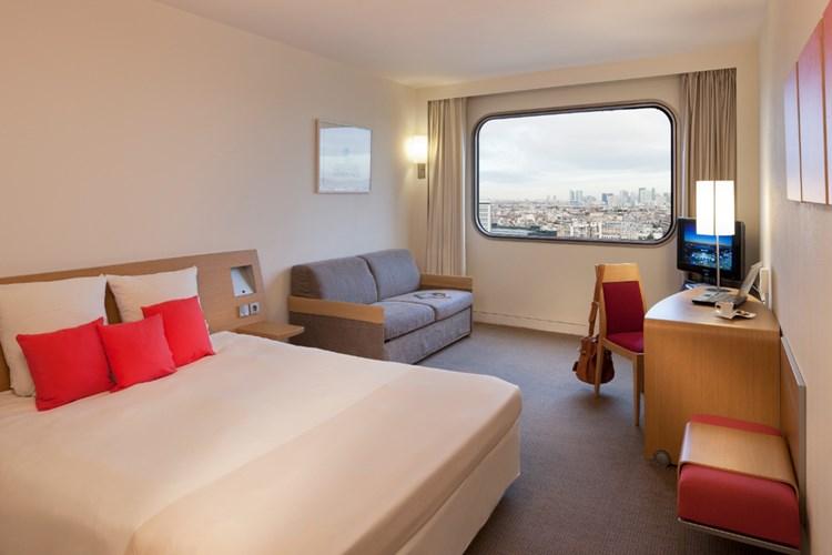 Khách sạn này có 764 phòng, được phân loại như Standard Room, Superior Room và Suite. Tất cả các phòng đều có tiện nghi máy lạnh và được trang bị với các tiện nghi hiện đại như bar mini, két an toàn, truyền hình màu vệ tinh / cáp, hộp thư thoại, Wi-Fi, báo động khói.