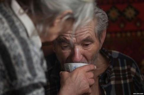 Đối với các cư dân cao tuổi, bữa sáng, bữa trưa và bữa tối là củ cải đường, bánh mì và trà.