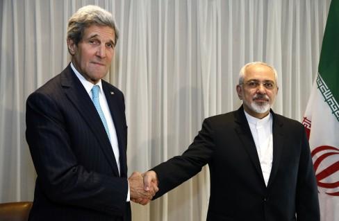 (Rick wilking / Reuters) Ngoại trưởng Mỹ John Kerry với Ngoại trưởng Iran Mohammad Javad Zarif vào ngày 14 trước một cuộc họp ở Geneva.