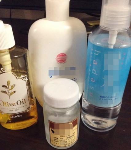 Mẹ Mira thường xuyên dưỡng ẩm cho da để tăng độ đàn hồi, phòng ngừa rạn da.