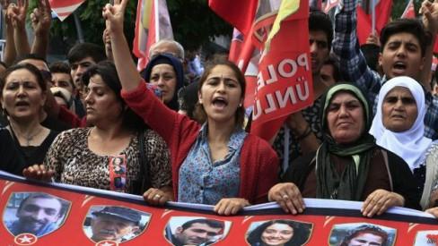 150725083558_turkey_protest_suruc_640x360_ap
