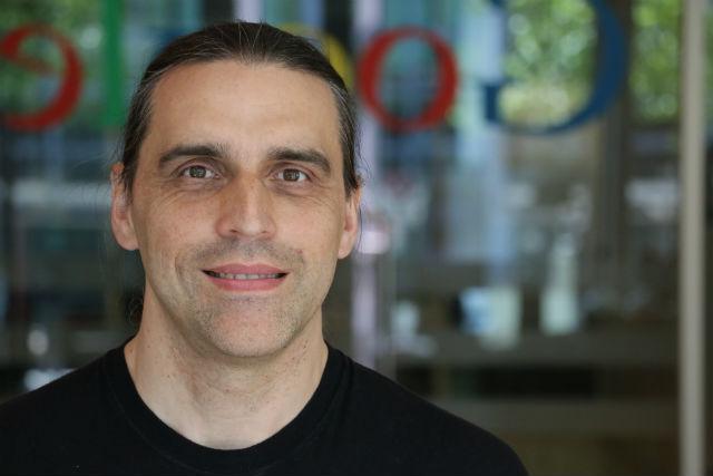 """Milan Broum, một chuyên viên """"viết và phát triển các ứng dụng cho Art Project"""