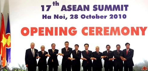 Một cuộc họp giữa các lãnh đạo cấp cao ASEAN trong năm Việt Nam đóng vai trò là Chủ tịch ASEAN. (ảnh: AP)