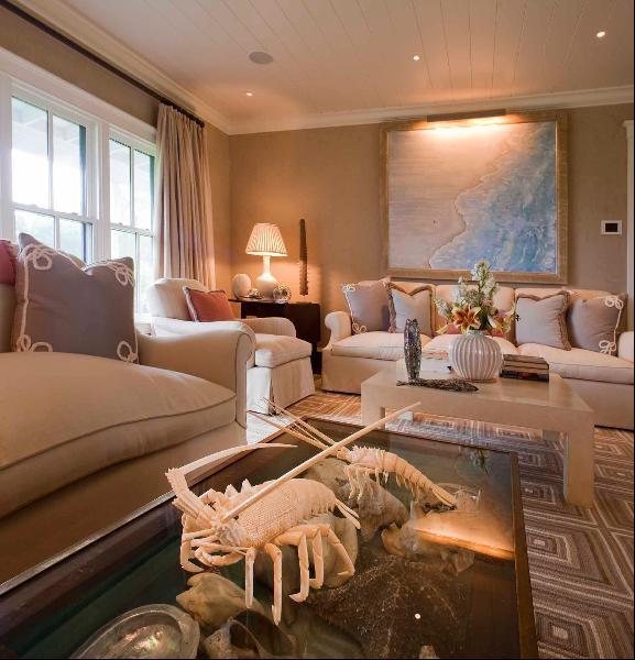 Điền trang bao gồm nhà chính với 3 phòng ngủ, có giá thuê khoảng 50.000 USD/tuần.