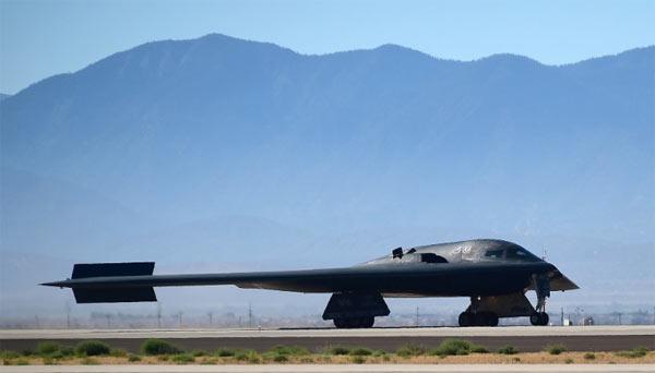 Trước đó Mỹ từng cử máy bay ném bom tàng hình B-2 tới Anh để tham gia tập trận. (Ảnh: Getty)
