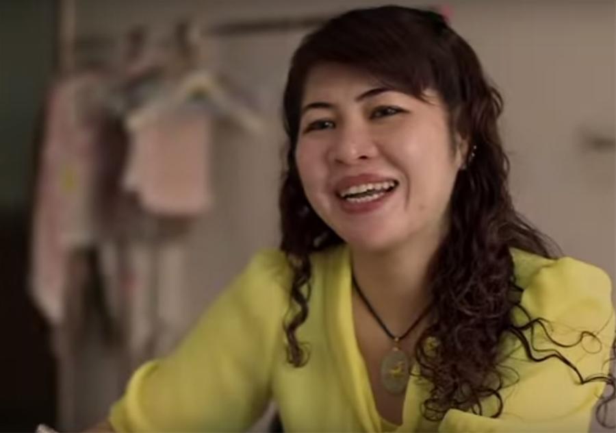 Chị Hoàng Duy Thảo kể về câu chuyện đầy éo le của cuộc đời mình, chỉ vì mong muốn lấy được chồng nước ngoài đã khiến chị phải chịu rất nhiều cay đắng (Ảnh chụp màn hình clip)