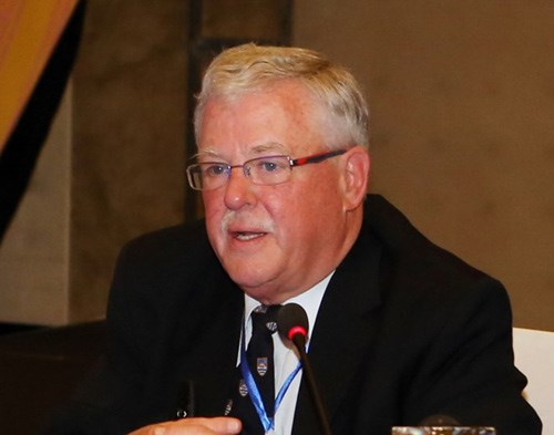 Ông Carl Thayer, chuyên gia về vấn đề châu Á và là một giáo sư danh dự tại Đại học New South Wales tại Học viện Quốc phòng Úc.