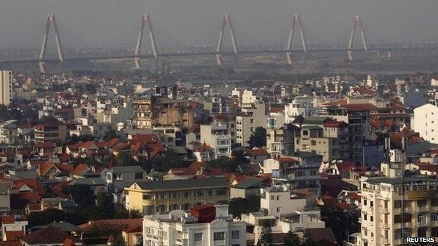 Câu dây văng Nhật Tân nối trung tâm thủ đô Hà Nội với sân bay Nội Bài. Ảnh: Reuters