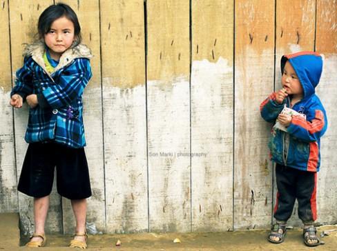 Nhiều đứa trẻ ra đời từ tục cạy cửa...ngủ thăm mà không biết mặt cha đẻ của mình