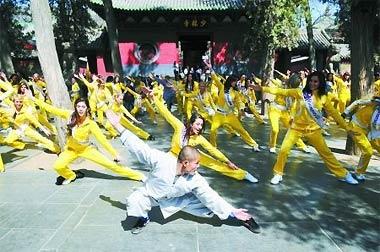 Thiếu Lâm Tự đã được thương mại hóa dưới nhiều hình thức như biểu diễn võ thuật, mở cửa đón khách du lịch...