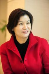 Sau đợt biến động của đồng nhân dân tệ, bà Zhou Qunfei vẫn giữ ngôi vị người phụ nữ giàu nhất Trung Quốc, nhưng tài sản đã vơi mất một nửa.