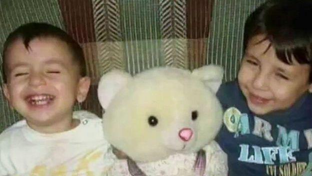 Cái chết của hai bé trai người Syria trên đường tỵ nạn đã gây chấn động dư luận toàn cầu