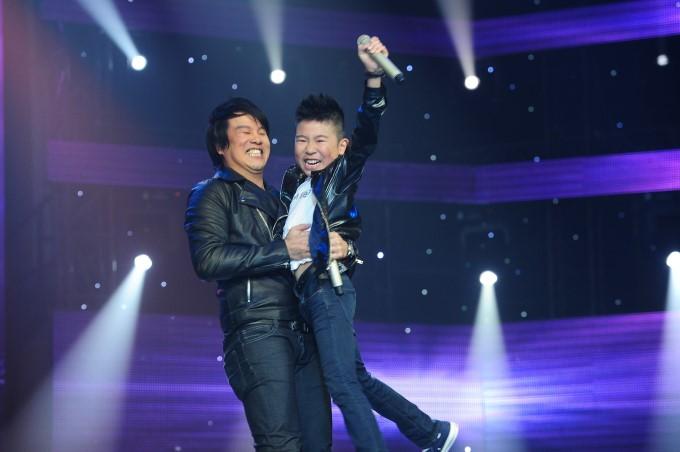 Hiện Thanh Bùi không chỉ thành công trong vai trò ca sĩ, nhạc sĩ mà còn là vị giám khảo rất được yêu mến trong nhiều gameshow Việt.