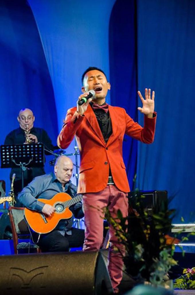 Hưng tỏa sáng trên đấu trường âm nhạc Nga.