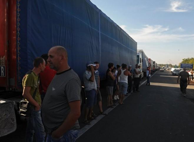 Trong những ngày qua các xe tải chở thực phẩm đã không thể đến được các trạm kiểm soát ở biên giới với Crimea