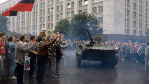 Liên Xô từng sụp đổ vì phụ thuộc vào dầu mỏ. (Ảnh: Valdaiclub)