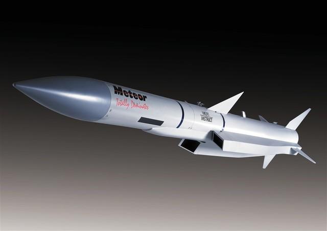 PL-15 được cho là có nhiều điểm tương tự tên lửa Meteor của châu Âu.