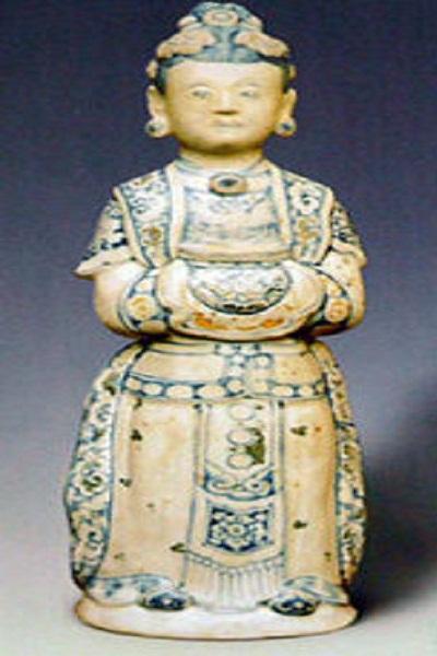 Bản sao tượng chân dung bà Bùi Thị Hý
