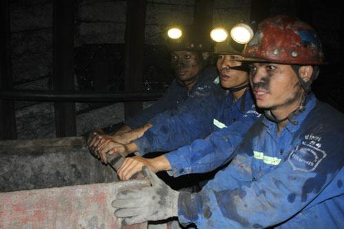 Khai thác than ở Công ty Than Hà Lầm (Vinacomin). Ảnh: Văn Duẩn