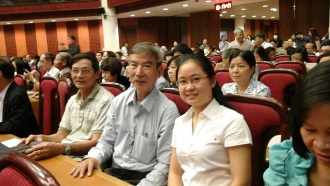Cộng tác viên Kygia.net Nguyen Hong và dịch giả Lê Đức Mẫn (từ trái qua)