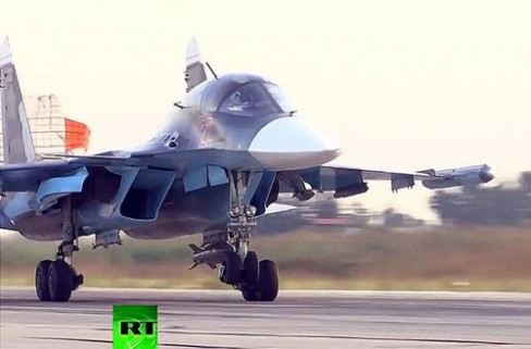 Tiêm kích bom Su-34 hạ cánh sau khi thực hiện nhiệm vụ không kích ở Syria. Ảnh: RT