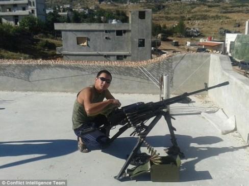 Hình ảnh do một tài khoản mang tên Ayas Saryg-Oo đăng trên mạng xã hội cho thấy binh sĩ trong ảnh ở gần tỉnh Hama - Syria. Ảnh: CIT ------------ Xem thêm: Lính Nga 'xuất hiện' tại nhiều địa điểm ở Syria, http://vietbao.vn/The-gioi/Linh-Nga-xuat-hien-tai-nhieu-dia-diem-o-Syria/62033836/159/ Tin nhanh Việt Nam ra thế giới vietbao.vn