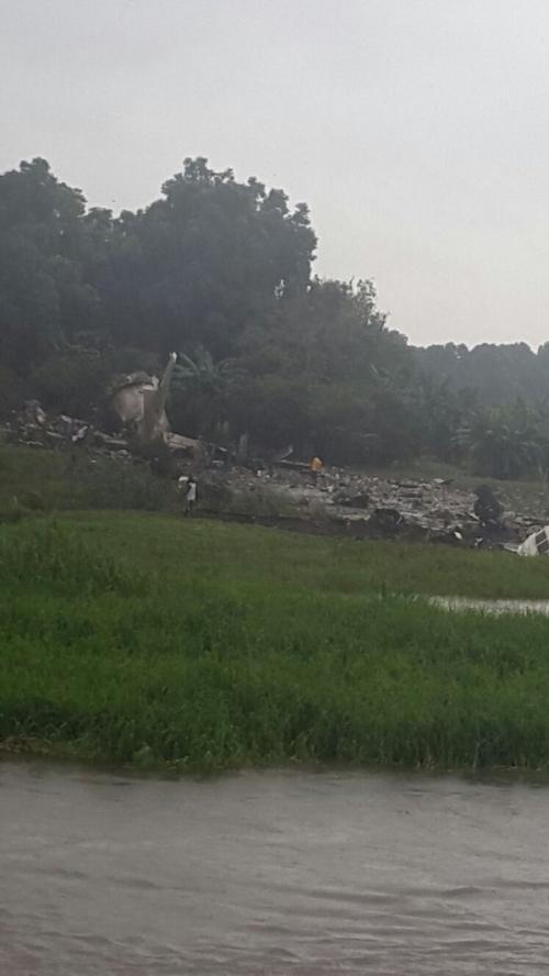 Hiện trường vụ rơi máy bay chở hàng của Nga ở Nam Sudan.