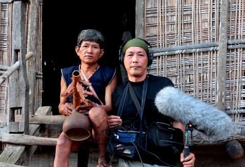 Nhà nghiên cứu văn hóa Bùi Trọng Hiền (bên phải)