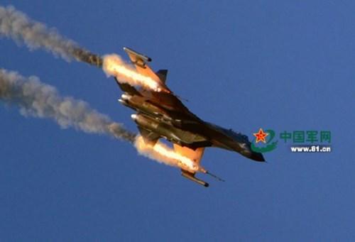 Máy bay Trung Quốc tập trận bắn đạn thật, hình minh họa. Ảnh: 81.cn