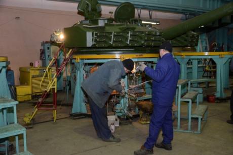 Kể từ khi Liên Xô sụp đổ, nhà máy này luôn là cơ sở sản xuất chủ lực của Quân đội Ukraina. Đa phần công nhân ở đây là những người có thâm niên phục vụ lâu năm trong Quân đội Liên Xô trước kia.