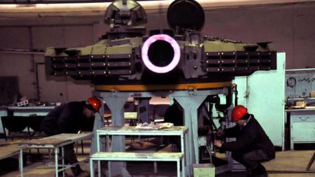Oplot-M được trang bị giáp phản ứng nổ (ERA) Nozh-2, mẫu giáp này được tuyên bố là bỏ xa đối thủ Kontak-5 ERA đến từ Nga, nhưng đến nay vẫn chưa có sự kiểm nghiệm đầy đủ ngoài thực tế.