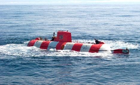 Một nhà quay phim đã quay được cảnh PIZ nổi lên trên mặt nước