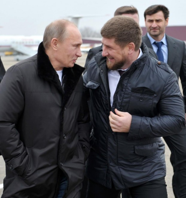 Thủ tướng Nga V.Putin rất thân mật với Kadyrov. Ảnh chụp ngày 20-12-2011
