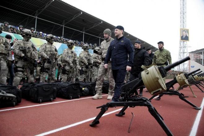 Tổng thống Chechnya kiểm tra lực lượng đặc biệt nước này ở thủ đo Grozny. Ảnh chụp ngày 28-12- 2014