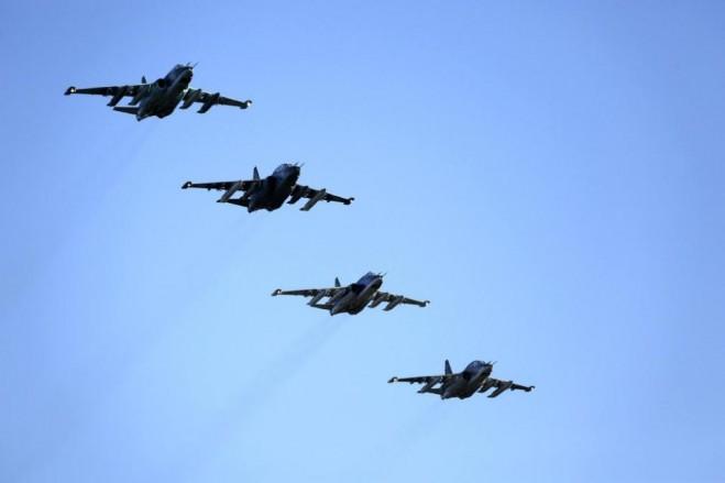 Phi đội máy bay cường kích Su-25 chuẩn bị hạ cánh tại một căn cứ không quân Nga ở Primorsko-Akhtarsk, miền nam nước Nga sau khi trở về từ Syria, Thứ 4 ngày 16-3-2016.